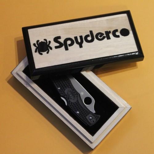 Подарочная шкатулка под нож Spyderco